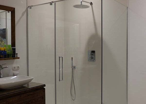 Großformat-Fliese-Dusche